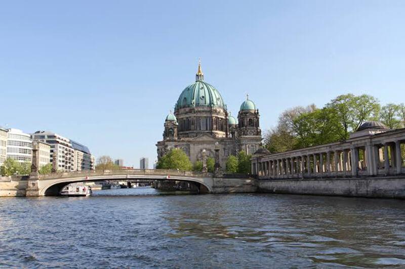 Vista dos pontos turísticos pelo cruzeiro em Berlim