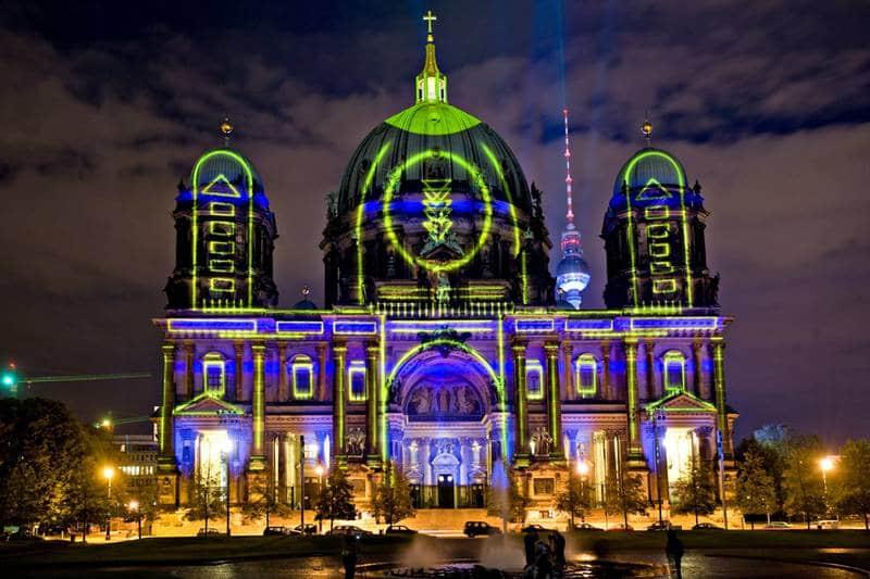 Catedral de Berlim iluminada