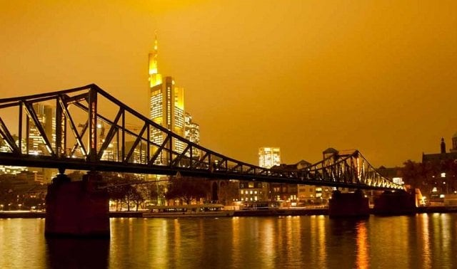 Ponte de Ferro em Frankfurt