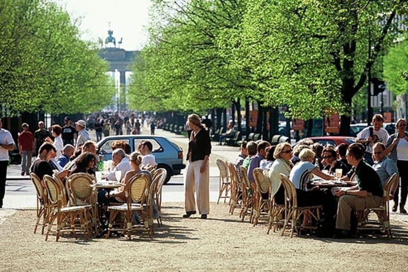 Pubs e bares na região de Unter den Linden em Berlim