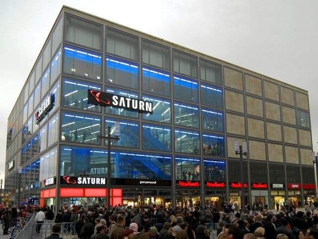 Lojas, mercados e feiras na Alexanderplatz em Berlim