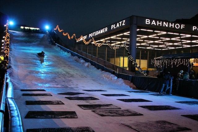 Tobogã do Mercado de Natal na Potsdamer Platz