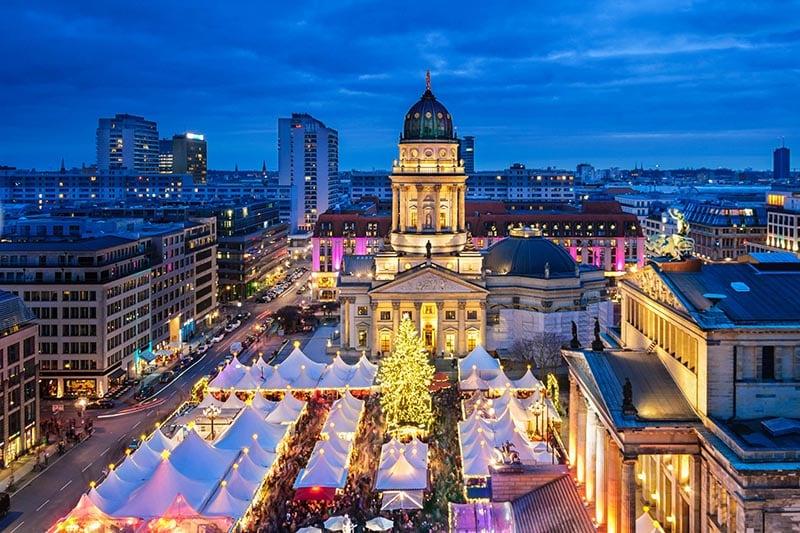 Feira de Natal na praça Gendarmenmarkt em Berlim