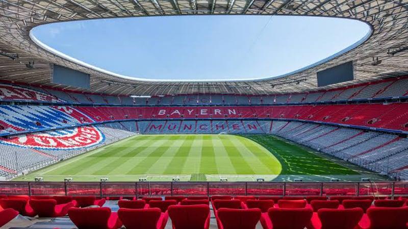 Interior do estádio Allianz Arena em Munique