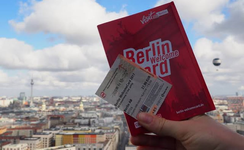 Caderno de descontos e ticket de transporte do Berlin WelcomeCard