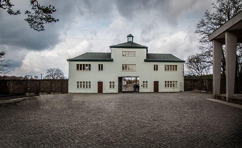 Fachada do campo de concentração de Sachsenhausen