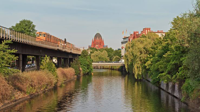 Vista do canal Landwehrkanal em Berlim