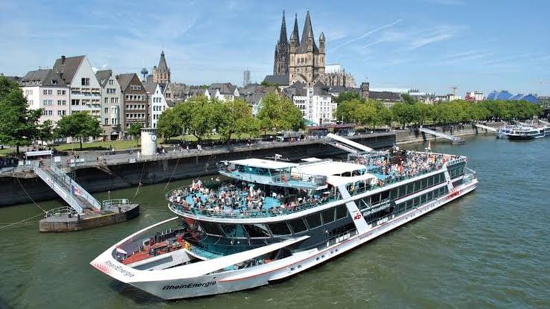 Passeio de barco e os pontos turísticos de Colônia