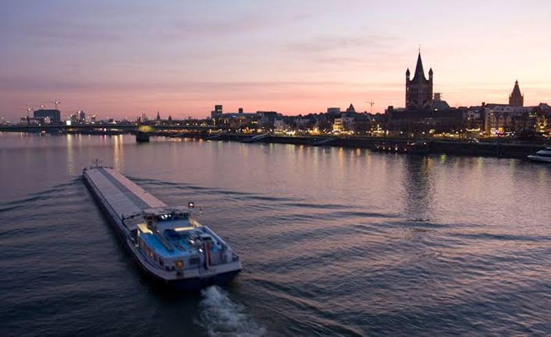 Pôr do sol no passeio de barco em Colônia